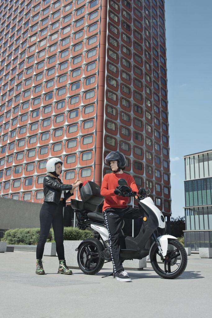 e-ludix électrique scooter Peugeot promotion top case